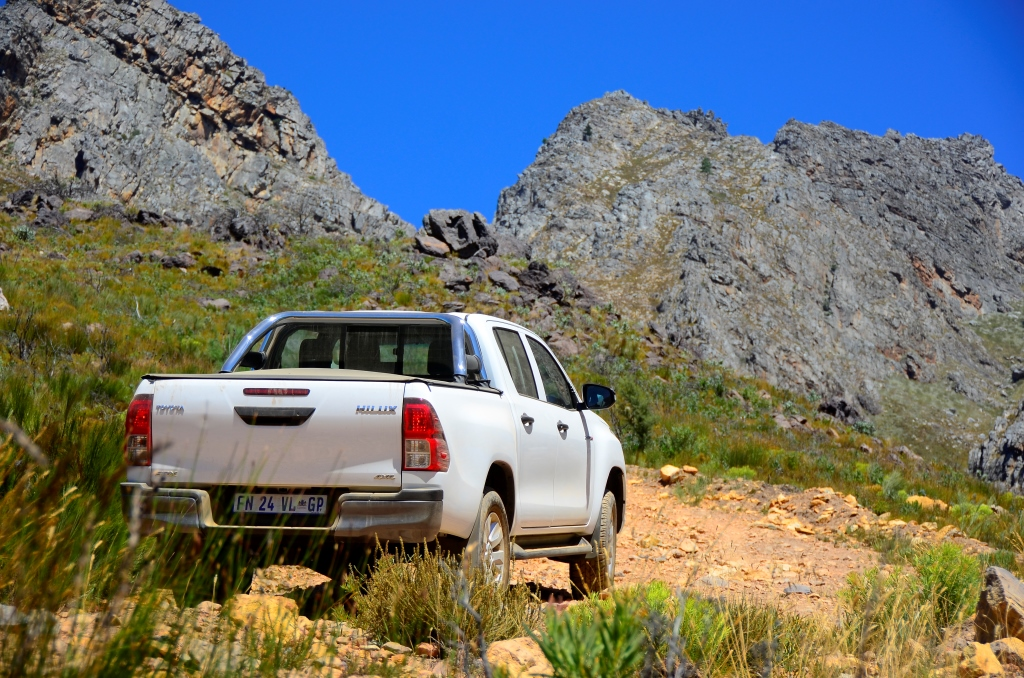 Off-road Test: Hilux 2 4 - SA 4x4